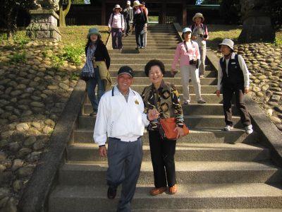 士蔡爾貴夫婦在桃園神社合照(2010.11.11)IMG_1121.JPG