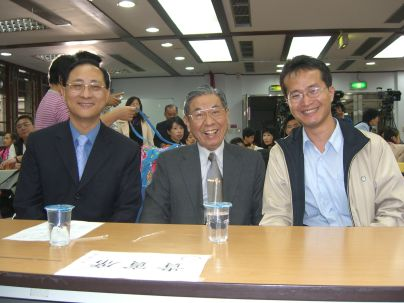 溫送珍主席,陳璟民和詹訓明區長(2010.4.17)CIMG8753.JPG