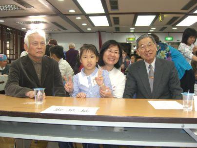 溫送珍主席,黃鵬海和來自高雄由高菊珠帶來的參賽者(2010.4.17)CIMG8775.JPG