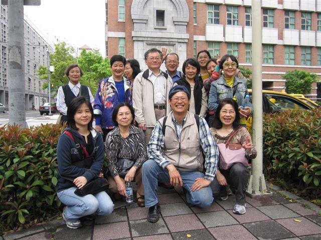 東吳大學樂齡班台北城巡禮(2011.4.18)IMG_2444.JPG
