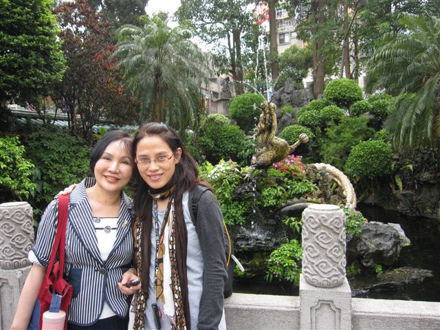 吳惠巧和蕭雁兩位教授(2011.4.18)IMG_2448.JPG