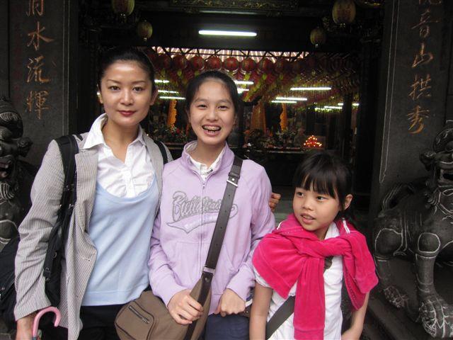 梁昭玉母女(2011.4.17)IMG_2435.JPG