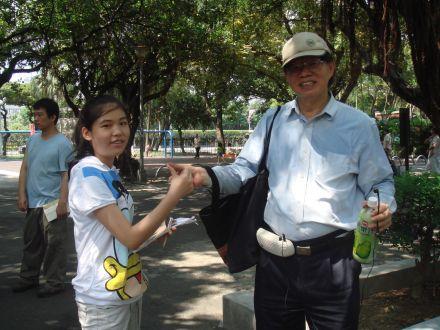 葉倫會和國一女孩(2010.8.jpg