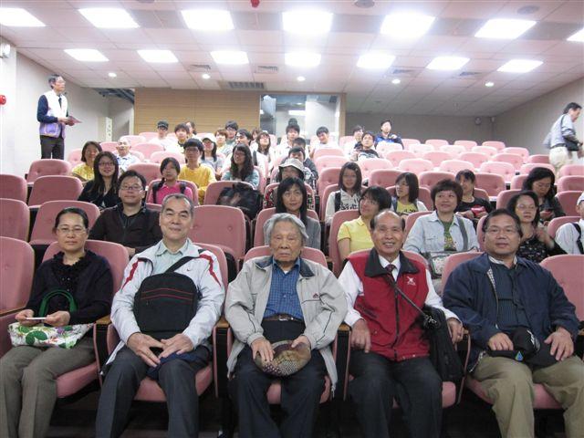 台灣大學客家研究中心和鍾肇政(2011.4.24)IMG_2499.JPG