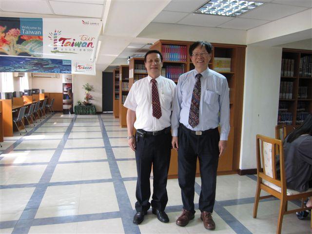 伍永益主委和葉倫會(2011.4.13)IMG_2254.JPG