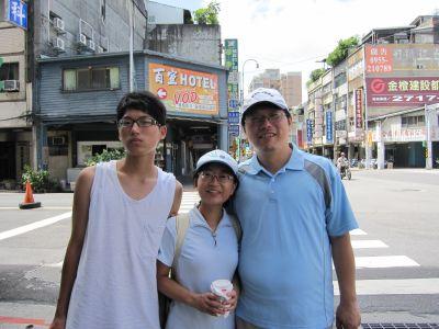 爸媽和兒子-三重碧華國小老師(2010.8.7)IMG_0615.JPG