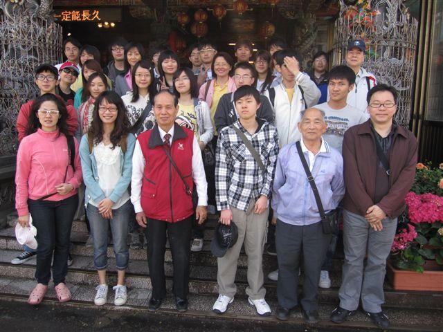 台灣大學客家研究中心在南天宮(2011.4.24)IMG_2494.JPG