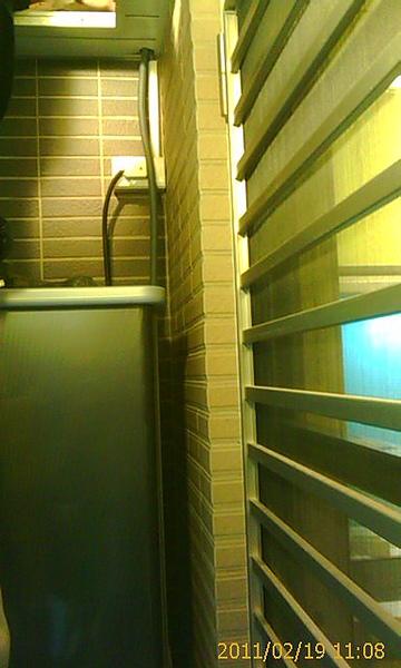 熱水器上方出線