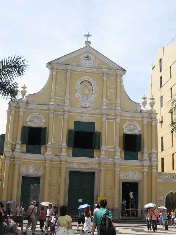 整修中的玫瑰聖母堂
