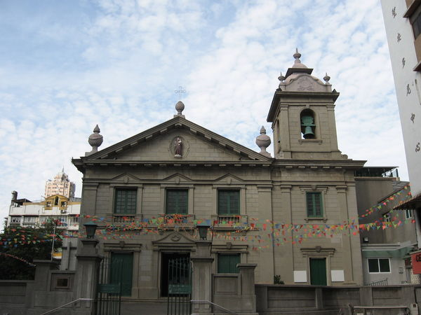 大三巴後走了好一段距離才找到聖安多尼教堂(花王堂)