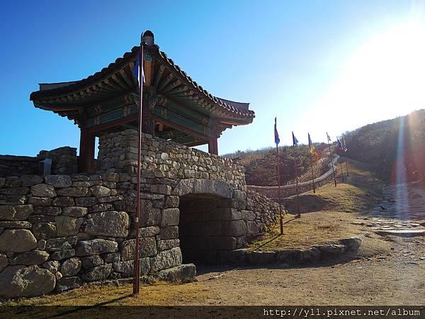 金井山城北門
