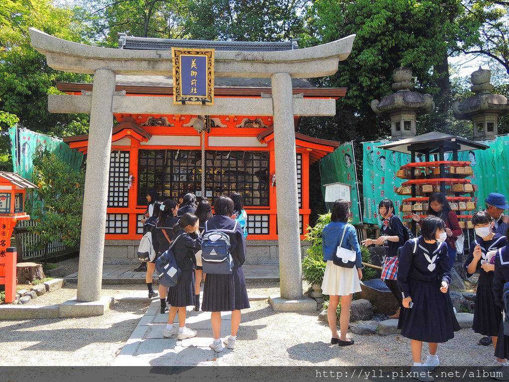 八阪神社 美御前社