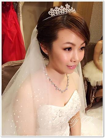 台北新娘秘書左永立 新娘白紗編髮造型 Bridal hair and makeup