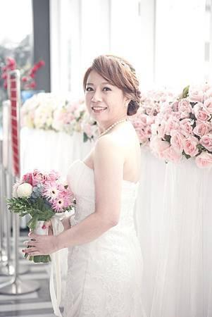 台北新娘秘書Lily左永立 新娘典雅白紗編髮造型 韓風新娘造型 第九大道英式手工婚紗