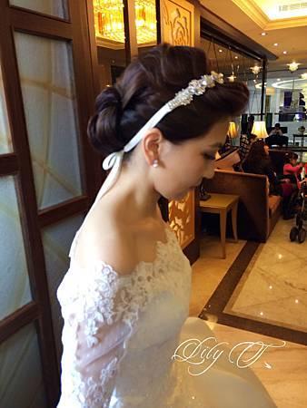 台北新娘秘書Lily左永立 韓風新娘典雅白紗造型 韓風新娘造型 自助婚紗造型 海外新秘服務 整體時尚彩妝造型