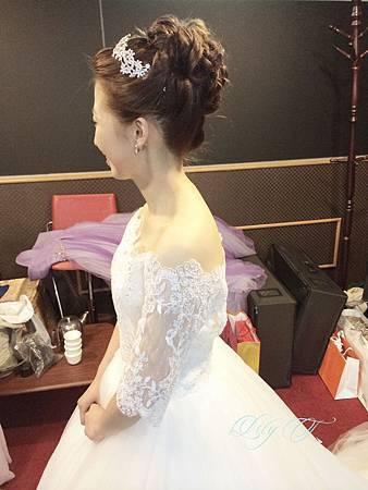 台北新娘秘書Lily左永立 韓風新娘典雅白紗造型 韓風新娘造型 自助婚紗造型 新娘化妝造型 海外新秘服務 整體時尚彩妝造型 愛維伊婚紗工作室