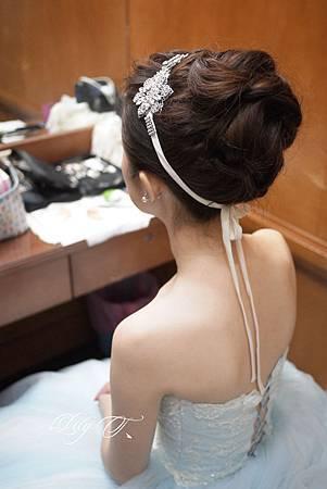 台北新娘秘書Lily左永立 韓風新娘典雅白紗造型 韓風新娘造型 自助婚紗造型 新娘化妝造型 海外新秘服務 整體時尚彩妝造型 C.Hwedding