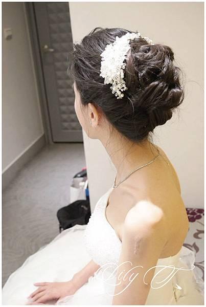 台北新娘秘書Lily左永立 新娘典雅婚紗造型 新娘包頭 自助婚紗造型 新娘化妝造型 海外婚紗新秘服務 整體時尚彩妝造型 個人彩妝教學