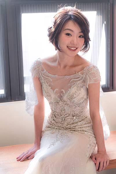 台北新秘推薦 高雄新秘推薦  短髮新秘 自助婚紗造型  海外婚禮婚紗新秘 個人彩妝教學