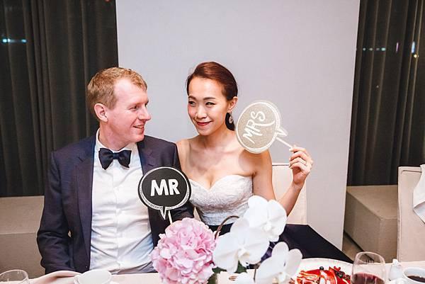台北新秘推薦 美式新娘造型  新娘化妝髮型 時尚風格造型 海外婚禮婚紗新秘 個人彩妝教學 婚攝KCFANG JennyChouWedding
