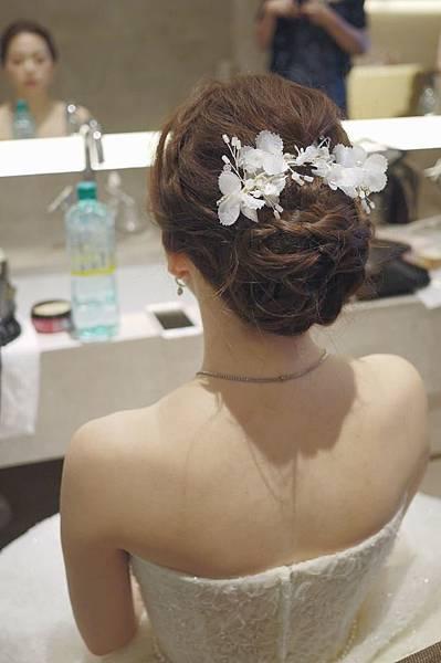 台北新秘推薦 新娘宴客造型 新娘化妝髮型 時尚馬尾造型 新娘盤髮 海外婚禮婚紗新秘 個人彩妝教學 萬豪酒店婚禮 Julia禮服