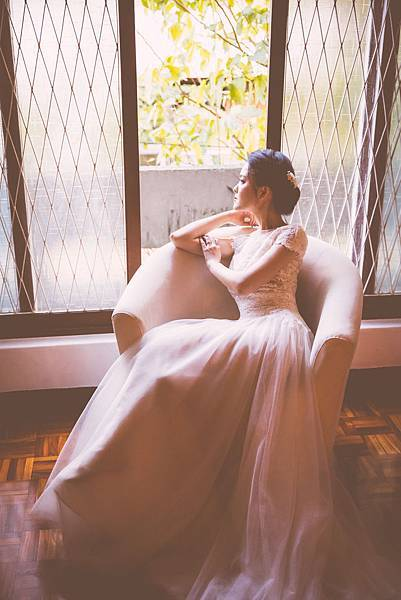 台北桃園新秘推薦 全家福寫真 寶寶寫真 自助婚紗造型 新娘化妝造型 海外婚禮婚紗新秘 整體時尚彩妝造型 個人彩妝教學 PHIPhotostudio LechicBridal