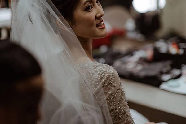 台北新秘推薦 短髮新娘造型 新娘宴客造型 新娘盤髮 短髮新秘 海外婚禮婚紗新秘 個人彩妝教學 基督教婚禮 世筫33 Lechicbridal 樂許新娘