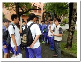圖6.台灣大學學長為學弟做校園介紹