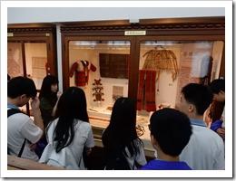 圖7.聽取台灣大學介紹人類學博物館各項設施介紹