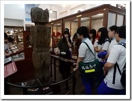 圖8.聽取台灣大學介紹人類學博物館各項設施介紹