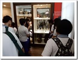 圖9.聽取台灣大學介紹人類學博物館各項設施介紹