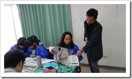 授課過程中給予學生指導