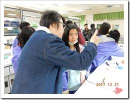 中華大學的學姊協助指導