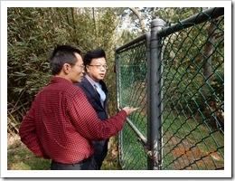 01-鄒校長聽取賀華興老師有關731號池的保育工作推動