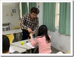 許技江老師遇到學員提問時總是很認真地指導