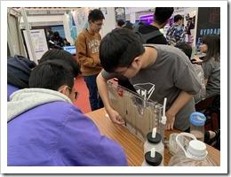 同學聽取土木系對地下水層介紹及汙染物擴散