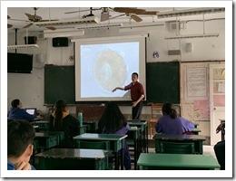 賀華興老師對於水中微生物現況做一解說