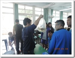 鍾宸瑞老師將帶來的台灣原生魚類提供學生辨識