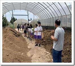 場長介紹堆肥製作區域及注意事項