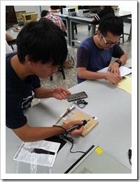 1.木板燙畫學員專注作業2