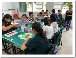1.彩繪仙草花-各位學員於圖紙模擬