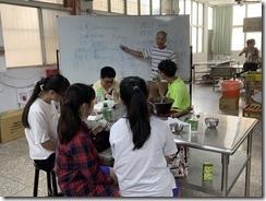 楊師昇老師對於發表學生給予英文指導