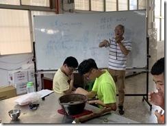 楊師昇老師介紹擂茶所用的英文單子