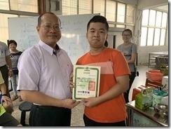 楊梅高中教務主任頒發結訓證書2