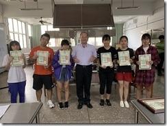 楊梅高中教務主任頒發結訓證書合影