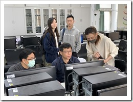 大華高中於課後向施主任請教有關教育行政上在試算表的運用
