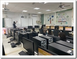 施文賢示範教學運用手機當作掃描器運用於製作教學檔案