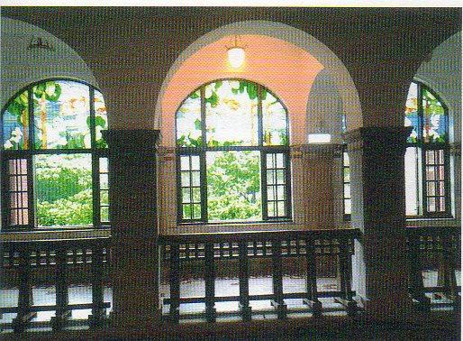 今日溫泉博物館內部的花玻璃