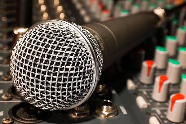 microphone-626618_1280.jpg