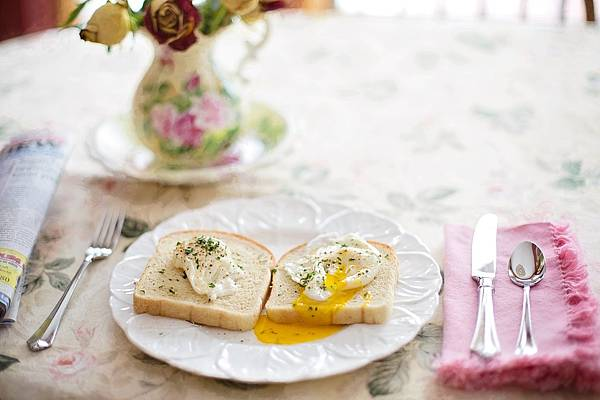 poached-eggs-on-toast-739401_1280.jpg